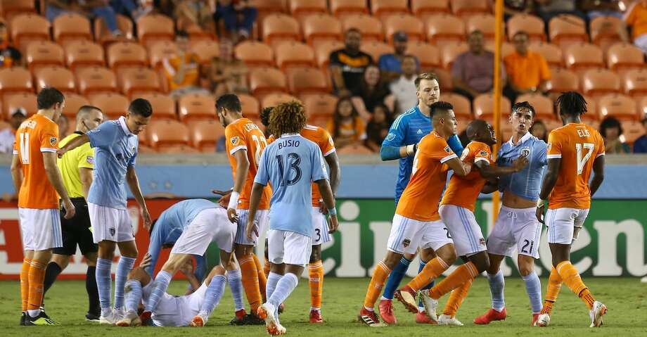 Sporting Kansas City defender Amer Didic (2) goes after Houston Dynamo forward Alberth Elis (17) during foul in the second half of an MLS match at BBVA Compass Stadium Saturday, Aug. 4, 2018, in Houston. Photo: Godofredo A. Vasquez/Houston Chronicle