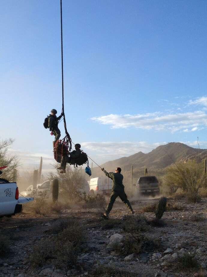 Agentes de la Patrulla Fronteriza realizan un rescate aéreo en el área del Valle del Río Grande. Photo: Foto De Cortesía /Patrulla Fronteriza