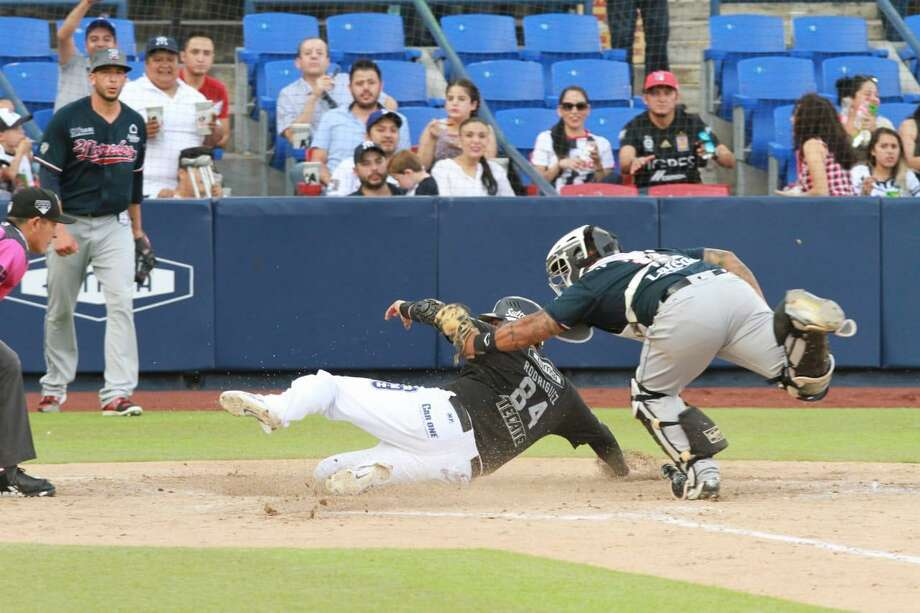 Juan Apodaca and the Tecolotes Dos Laredos have suffered consecutive losses twice this week after previously not losing consecutive games since July 5-6. Apodaca was 1-for-4 Saturday in a 9-6 loss at Sultanes de Monterrey. Photo: Courtesy Of The Tecolotes Dos Laredos