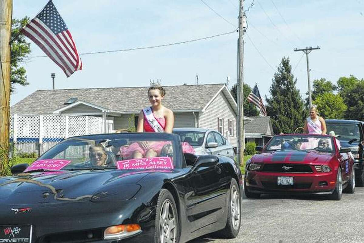 Riding in Saturday's Alsey Homecoming parade were 2017 Junior Miss Alsey Marissa Galloway (in the front car) and 2017 Miss Alsey Kacie McCleery.