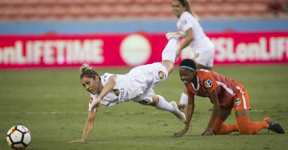 Houston Dash Linda Mothalo, right, (10) cringes after falling along with her opponent Utah Royals Lo'eau LaBonta (9) during the first half of the game at BBVA Stadium on Sunday, Aug. 5, 2018, in Houston. Photo: Marie D. De Jesús/Houston Chronicle