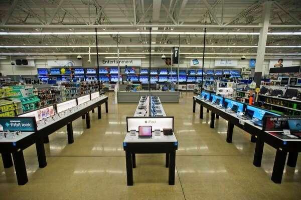 The Midland Walmart Supercenter at 910 Joe Mann Blvd. hosted a ribbon cutting Friday to celebrate recent storewide renovations. (Katy Kildee/kkildee@mdn.net)