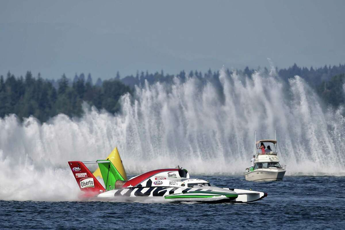 The Oberto hydroplanes takes a turn in the H1 Unlimited event during the 2018 annual Seafair Weekend Festival at Genesee Park, Sunday, Aug. 5, 2018.