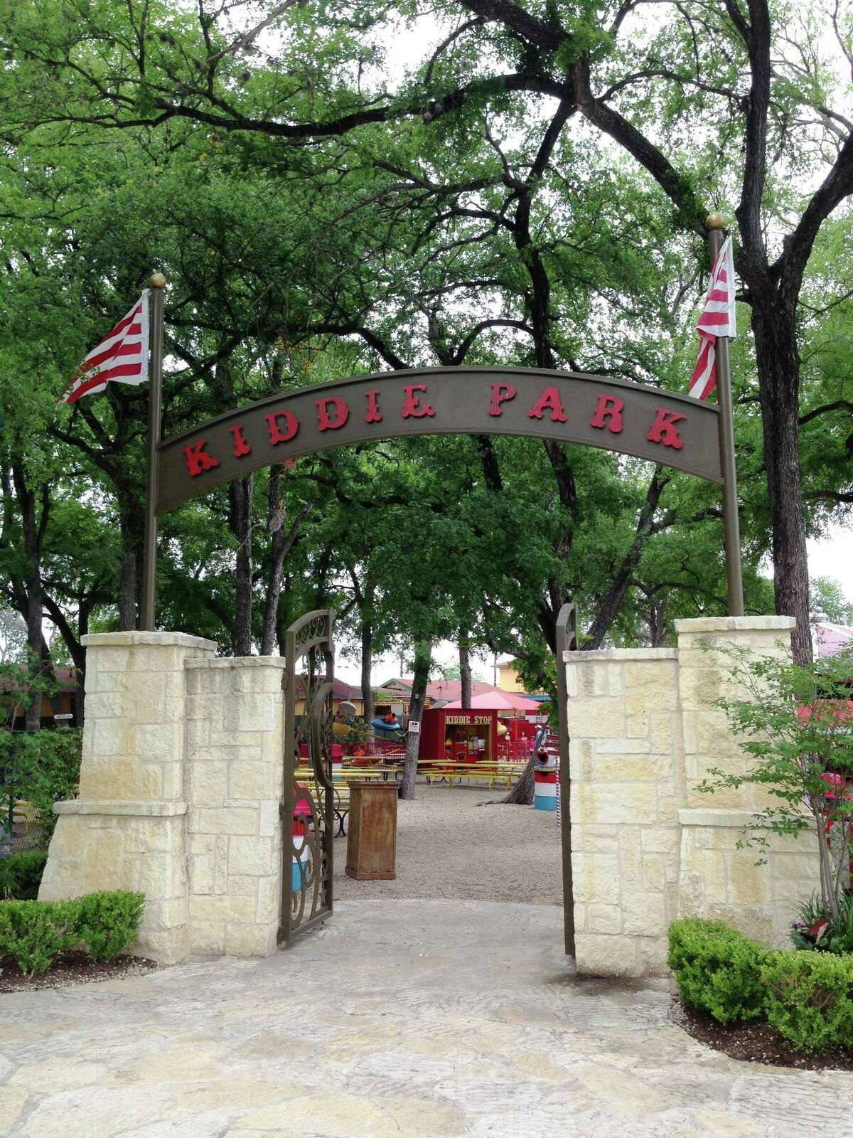 Will Kiddie Park guests be required to pay San Antonio Zoo admission?  No. Kiddie Park visitors will not have to enter the zoo to get to the park, so zoo admission is not required.