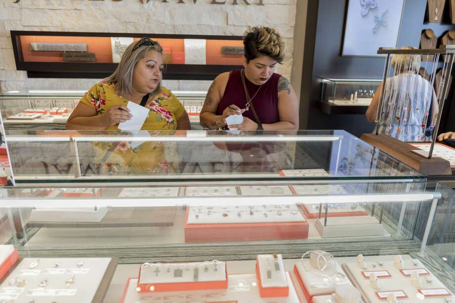 A new James Avery Artisan Jewelry store is open at the Chimney Rock Shopping Center across from Best Buy. The store opened July 18 but had a grand opening celebration July 28. Shoppers were entered into a drawing for a chance to win one of 30 gift cards valued at $50, $100 or $500. Store hours are 10 a.m.-8 p.m. Monday-Saturday and noon-6 p.m. Sunday. Photo: Jacy Lewis/191 News
