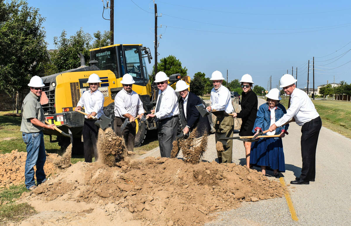 Fort Bend County official broke ground last week on a million dollar construction project that will help cutback on traffic congestion and install a underground storm drainage system.The Crossover Road project stretches over 3,000 feet and covers from Spring Green Boulevard to FM 1463 in the Katy area.