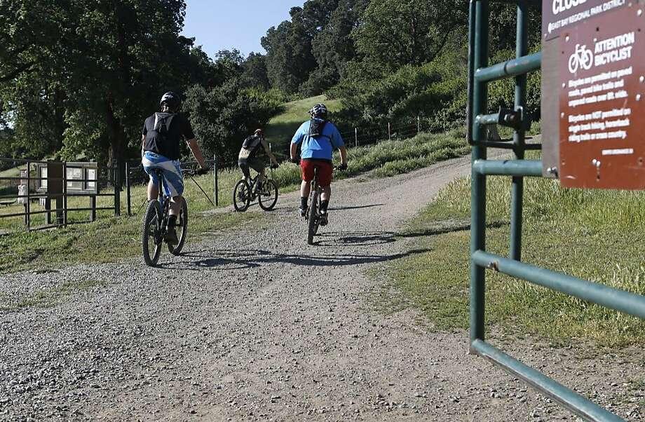 Conrad Culleney (left), Brandan Bohl and Jason Bohl, from Livermore climb Pleasanton Ridge Regional Park in Pleasanton. Photo: Michael Macor / The Chronicle
