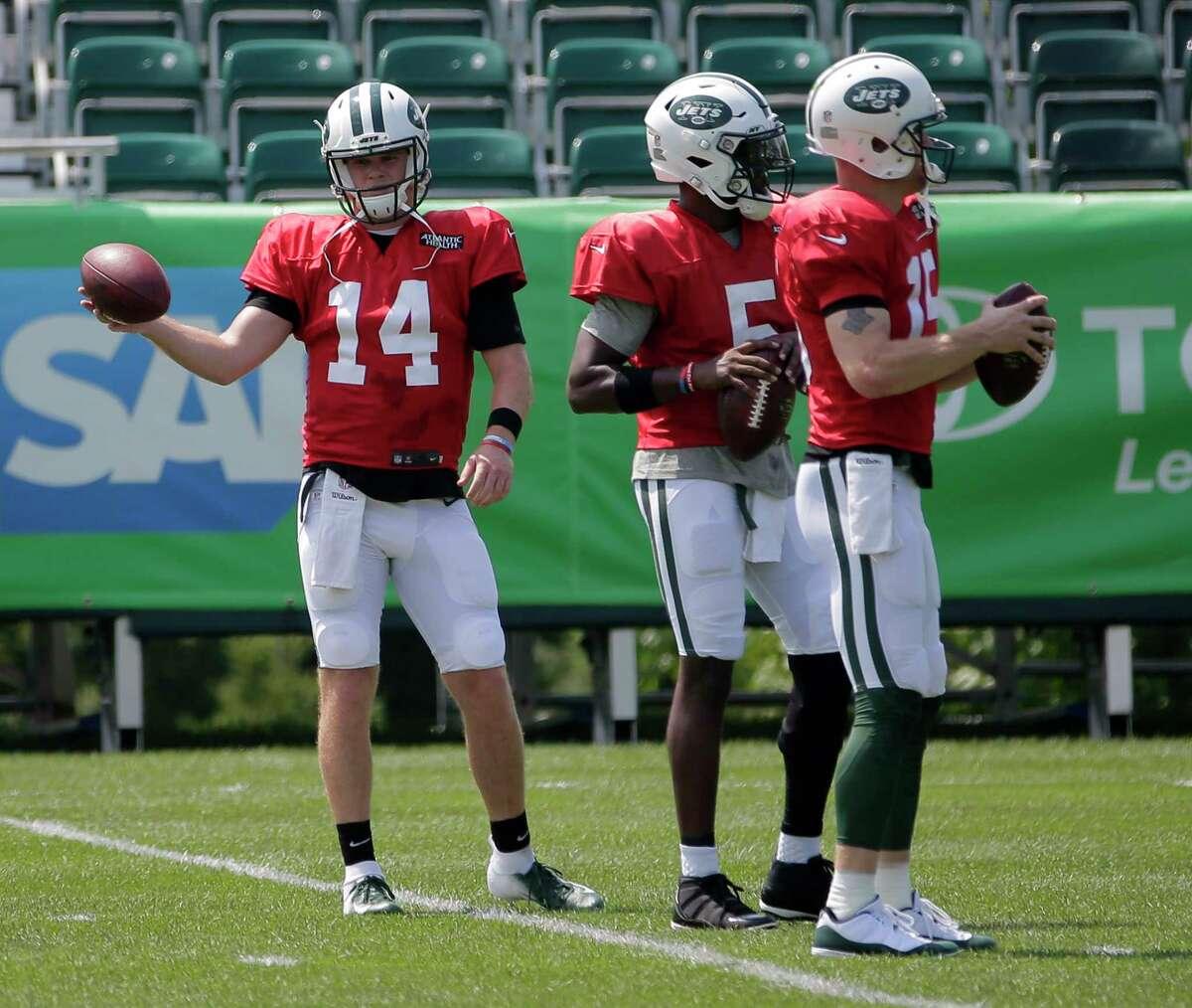 New York Jets quarterbacks Sam Darnold, left, Teddy Bridgewater, center, and Josh McCown participate during practice at the NFL football team's training camp in Florham Park, N.J., Monday, Aug. 6, 2018. (AP Photo/Seth Wenig)
