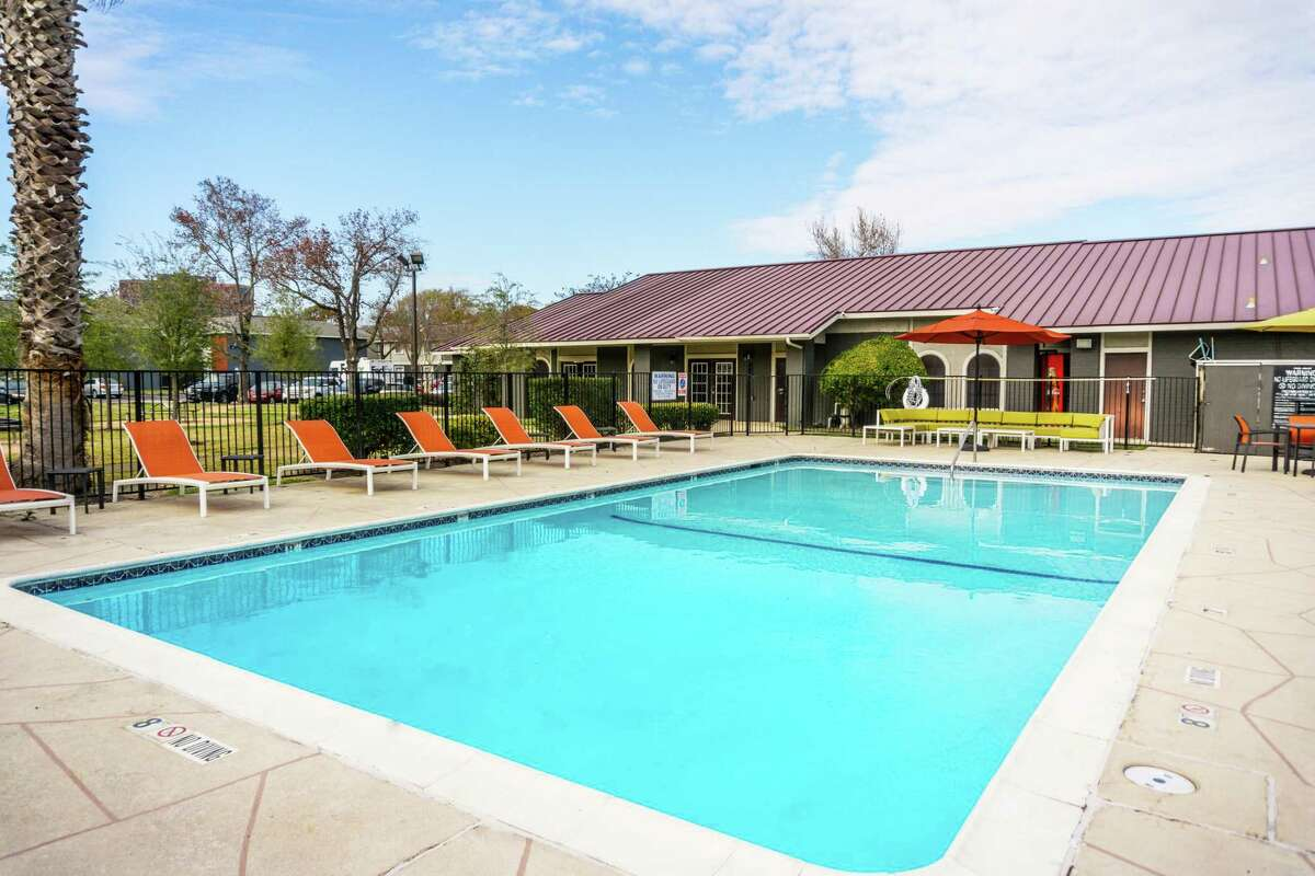 TRI Consulting Group, Next Investments and TPEG purchased the 576-unitMadison Park Apartmentsat 9801 Meadowglen Lane in Westchase..