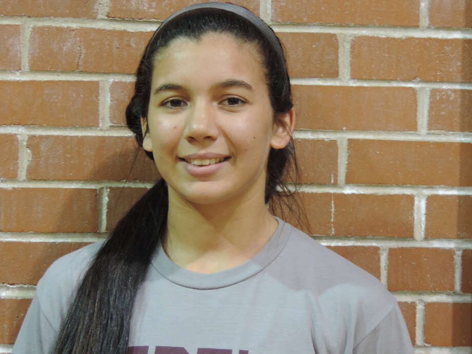 Lee volleyball player Yali Flores