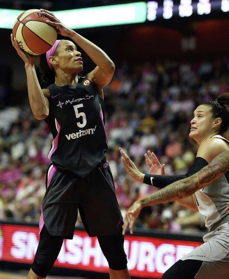 Connecticut Sun guard Jasmine Thomas scores over Las Vegas Aces guard Kayla McBride in the second half on Sunday. Photo: Sean D. Elliot / Associated Press / 2018 The Day Publishing Company