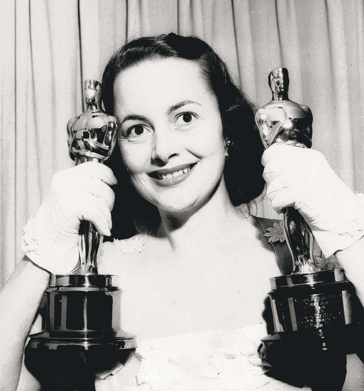 At 102, Olivia de Havilland likely has several obituaries already written about her.