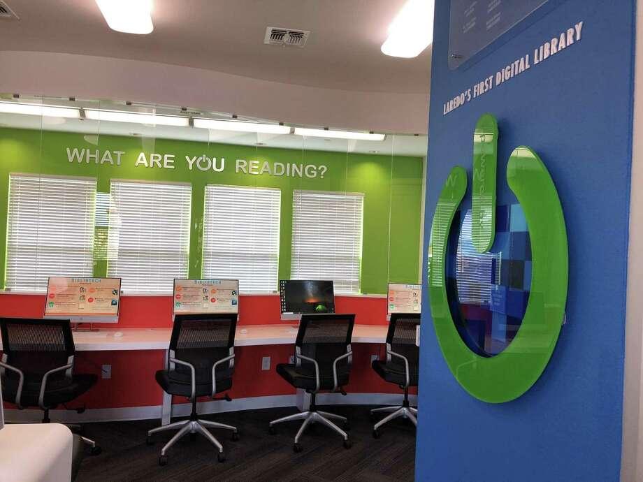 La primera biblioteca completamente digital BiblioTech fue inaugurada el martes por autoridades municipales dentro del complejo de apartamentos Casa Verde. Photo: Julia Wallace /Laredo Morning Times