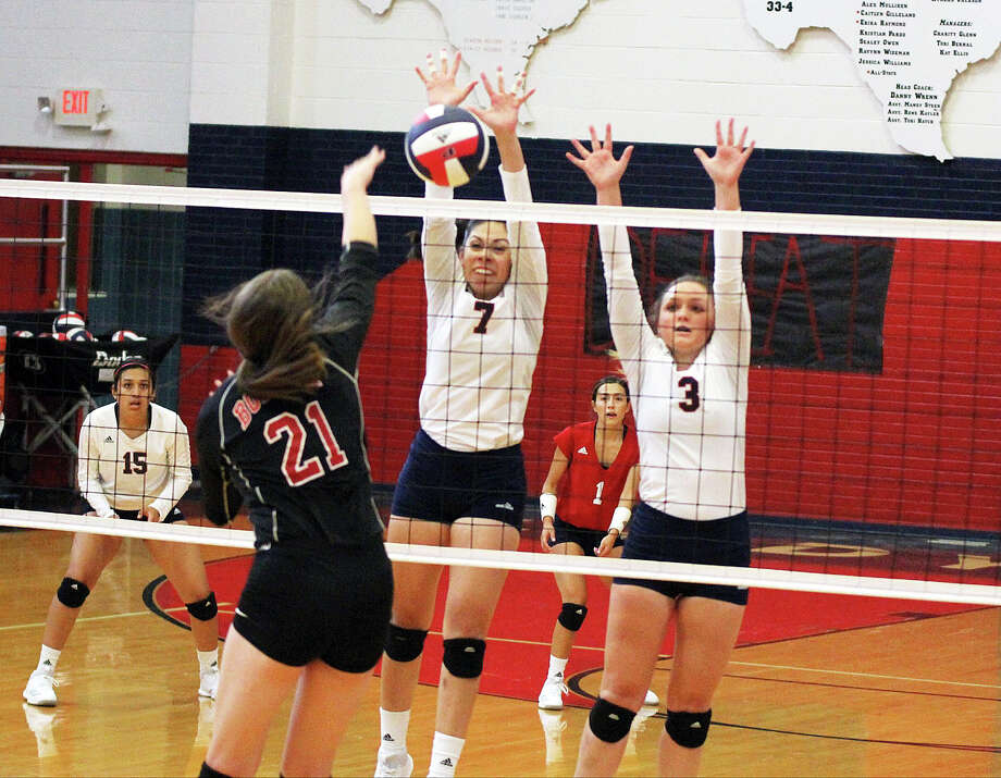 REJECTED  Plainview's Alexa Hinojos (7) and Paisleigh Wilken (3) go up to block Borger hitter Abby Francis during Plainview's season home opener on Tuesday. Christen Gonzales (left) and Julissa Chavez (1) watch the action. Photo: Carmen Ortega/Plainview Herald