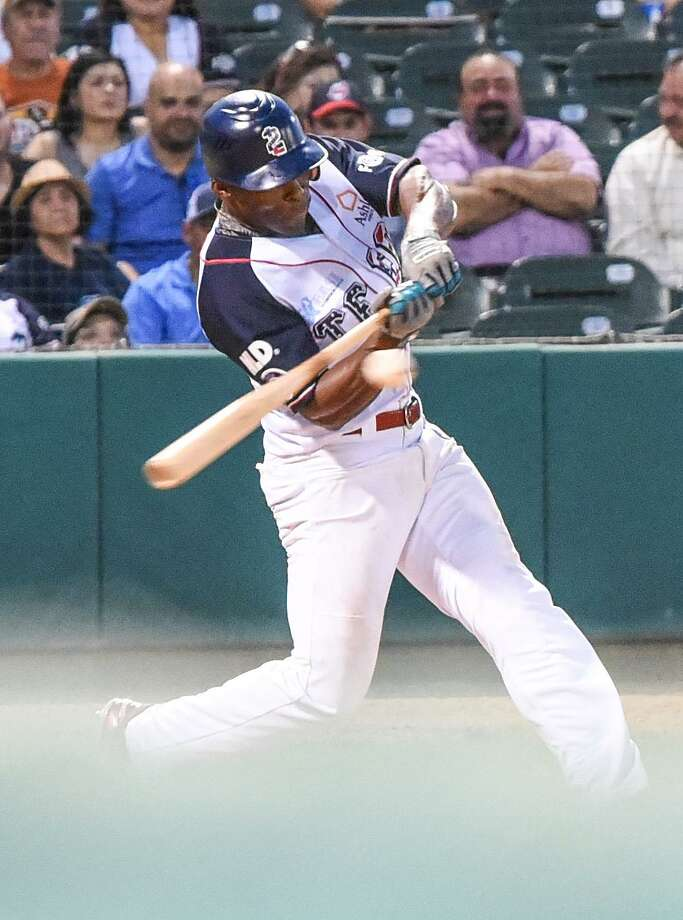 Johnny Davis had three runs, two RBIs, two stolen bases and two walks as the Tecolotes' offense scored 12 runs in a shutout of Union Laguna Tuesday. Photo: Danny Zaragoza /Laredo Morning Times