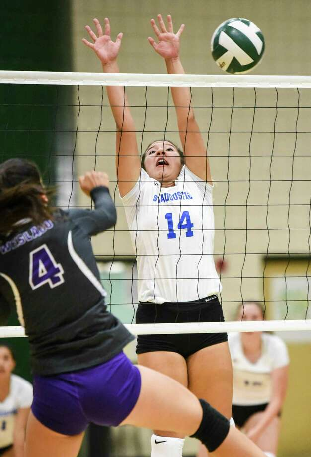 Karla Benavides and St. Augustine remained unbeaten with a 3-0 showing Friday at the Hebronville tournament. Photo: Danny Zaragoza /Laredo Morning Times File