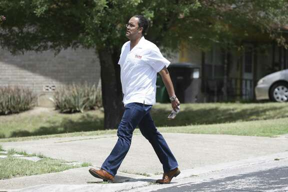 U.S. Congressman Will Hurd hits the pavement on Ferdinand street after he greets supporters at his northside headquarters on August 4, 2018.