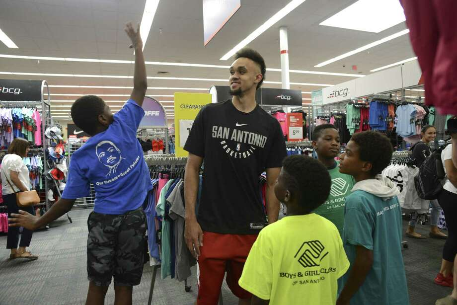 Marcus Menefee, left, shows Derrick White of the San Antonio Spurs how high he can jump during a back-to-school shopping spree at Academy Sports + Outdoors on Wednesday, Aug. 8, 2018. About 60 children from San Antonio Boys & Girls Clubs were treated to the event. Photo: Billy Calzada, Staff / Staff Photographer / Billy Calzada