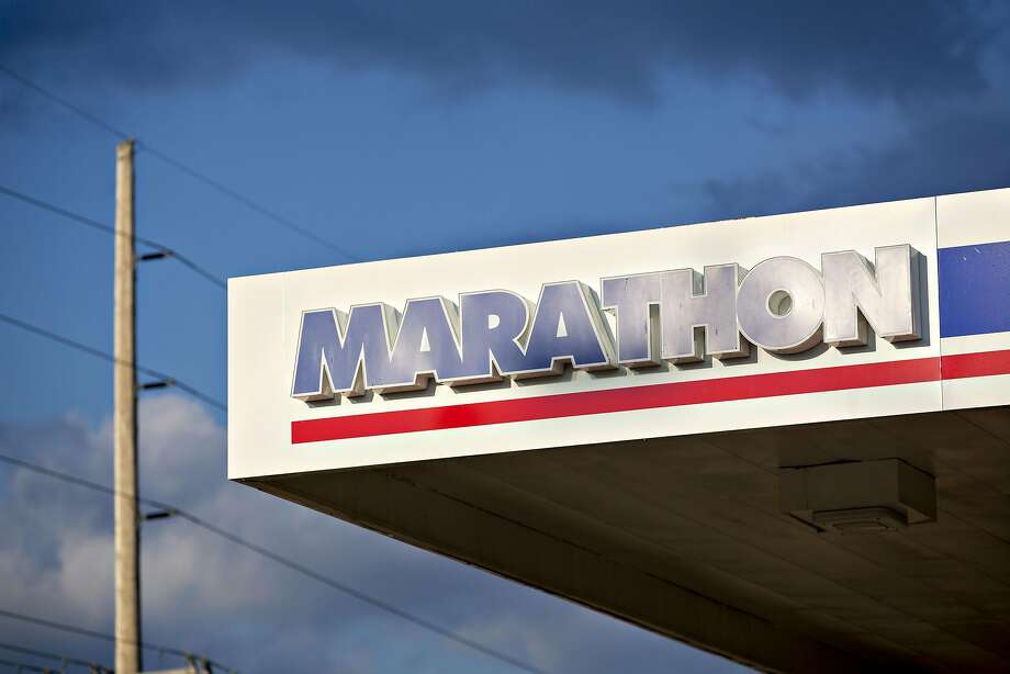 Signage is displayed outside a Marathon Petroleum Corp. gas station in Peoria, Illinois, U.S., on Tuesday, July 24, 2018.  Photo: Daniel Acker, Bloomberg