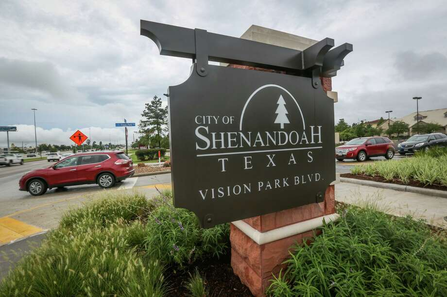 Entergy provided updates at Shenandoah City Council meeting about their recent projects Woodlands Photo: Michael Minasi, Staff Photographer / Houston Chronicle / Internal