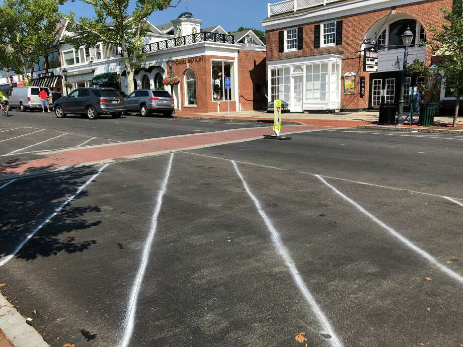 Newly designated no-parking zones on Elm Street in New Canaan. Photo: Humberto J. Rocha / Hearst Connecticut Media / New Canaan News