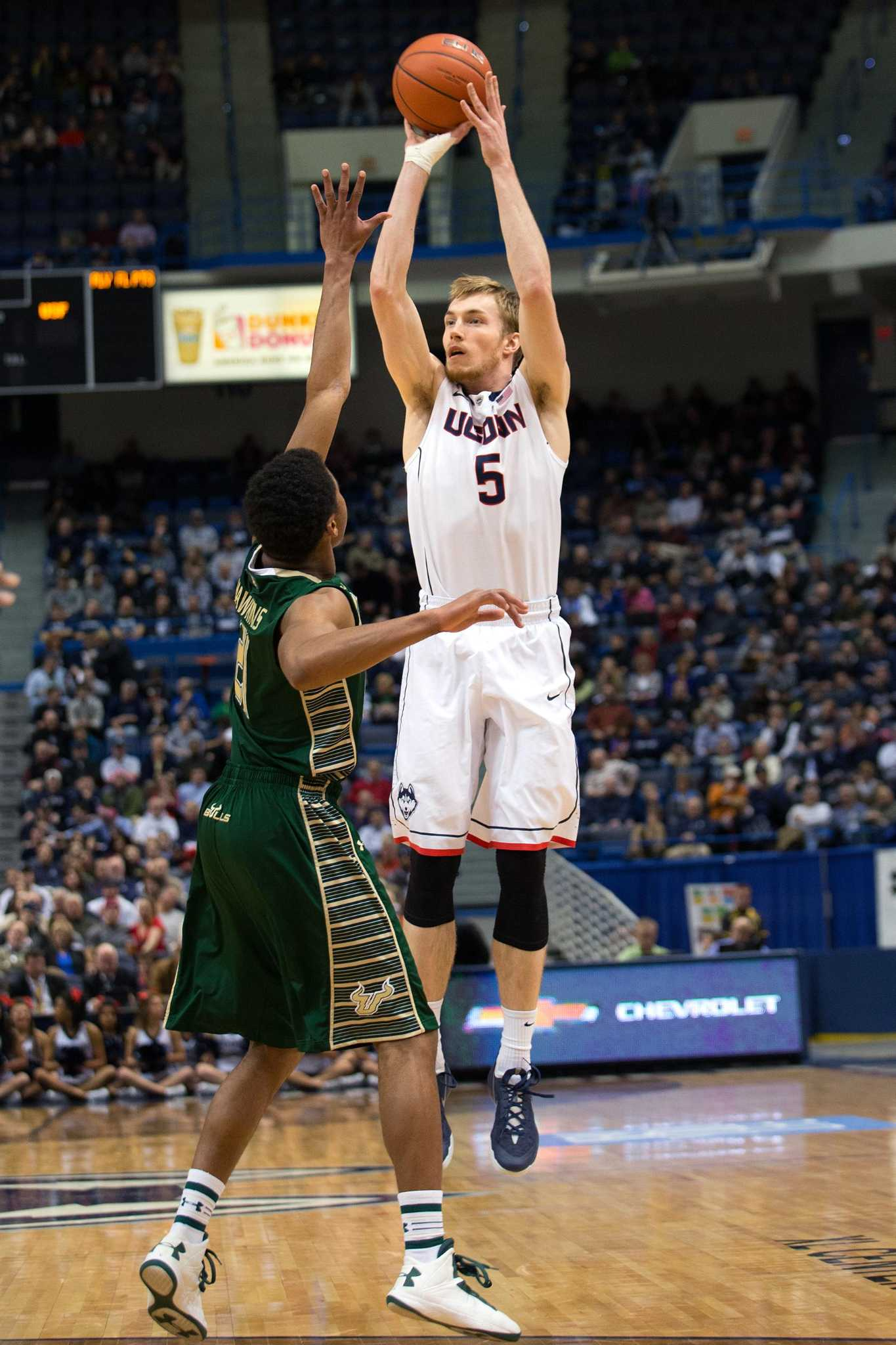 Niels Giffey To Play In Jim Calhoun Charity Game For First Time New Haven Register