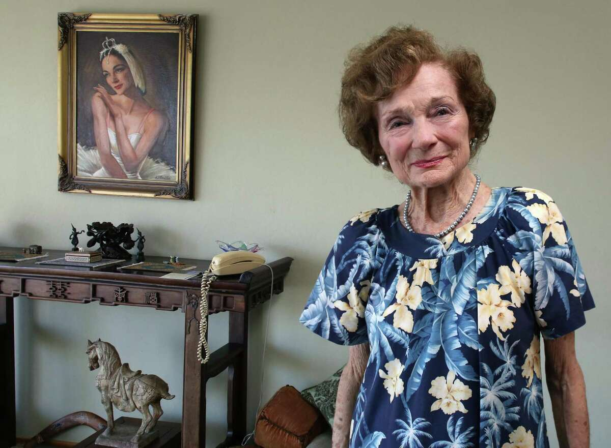 Jocelyn Vollmar, in a 2015 picture just before her 90th birthday, with a painting of herself in