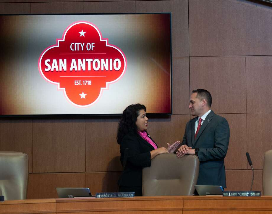 Council members Rebecca Viagran and Greg Brockhouse talk prior to San Antonio City Manager Sheryl Sculley presenting the fiscal year city budget of $2.8 billion to the council Thursday morning. Photo: Robin Jerstad/Photo Correspondent, Photo Correspondent / San Antonio Express News / ROBERT JERSTAD