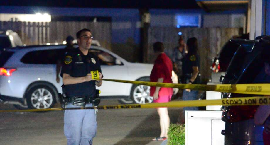 A man was shot inside the Westwood Village Townhomes in southwest Houston on Thursday, Aug. 9, 2018. Photo: Jay R. Jordan