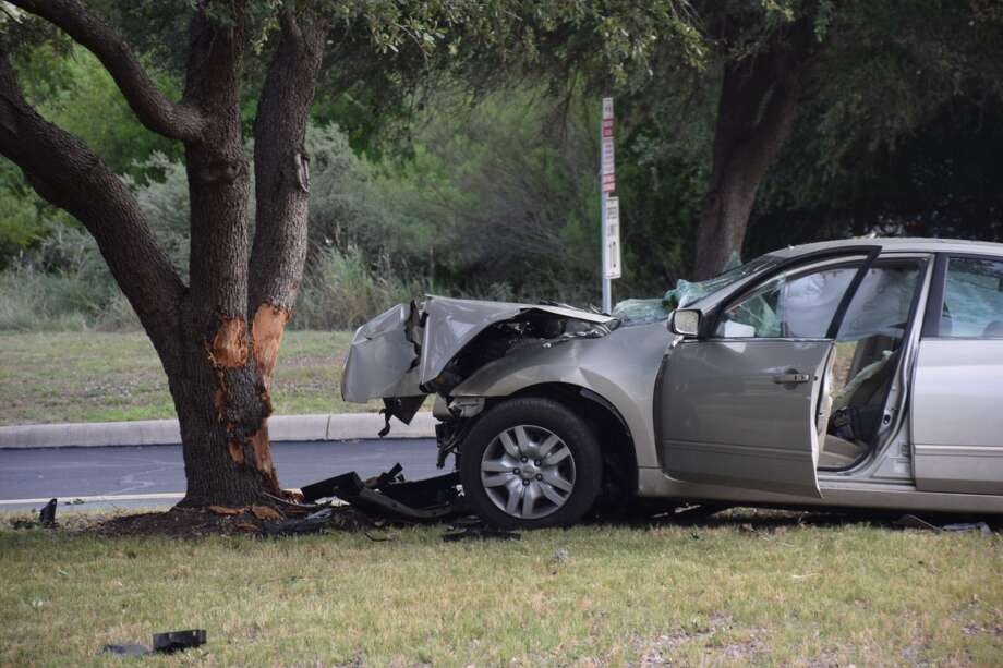 A woman was hospitalized after crashing into a tree on Farinon Drive in San Antonio on Friday, Aug. 10, 2018. Photo: Caleb Downs/San Antonio Express-News