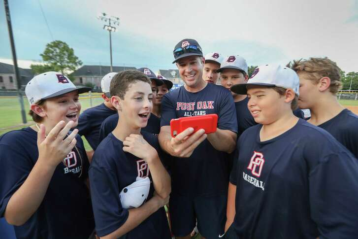 Former Kansas City Royals pitcher and Oak Little League team hitting coach Mark Quinn gives the youths tips in advanced to the Little League World Series Thursday, Aug. 9, 2018, in Houston.