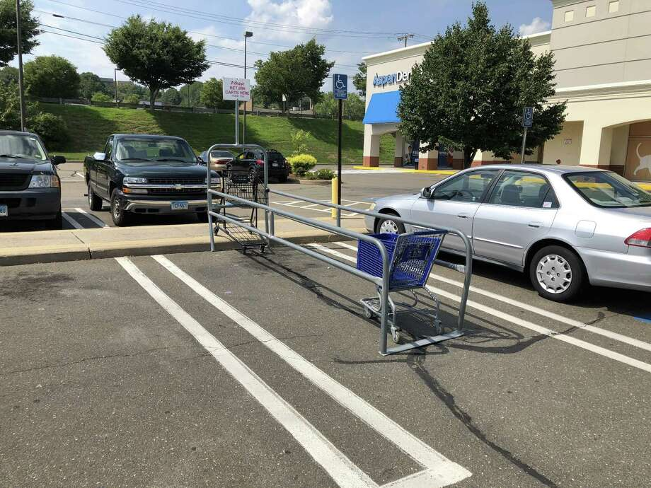 Before-and-after shots at the PetCo on Dixwell Avenue in Hamden, as a cart corral placed in a handicapped parking space was moved. Photo: Ben Lambert / Hearst Connecticut Media