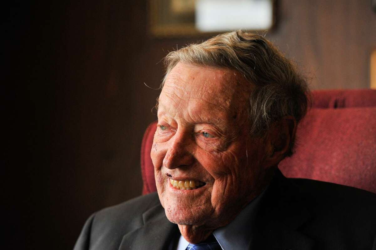 Legendary banker Tom C. Frost Jr., a towering figure in San Antonio's business and civic communities for decades, died Friday. He was 90.