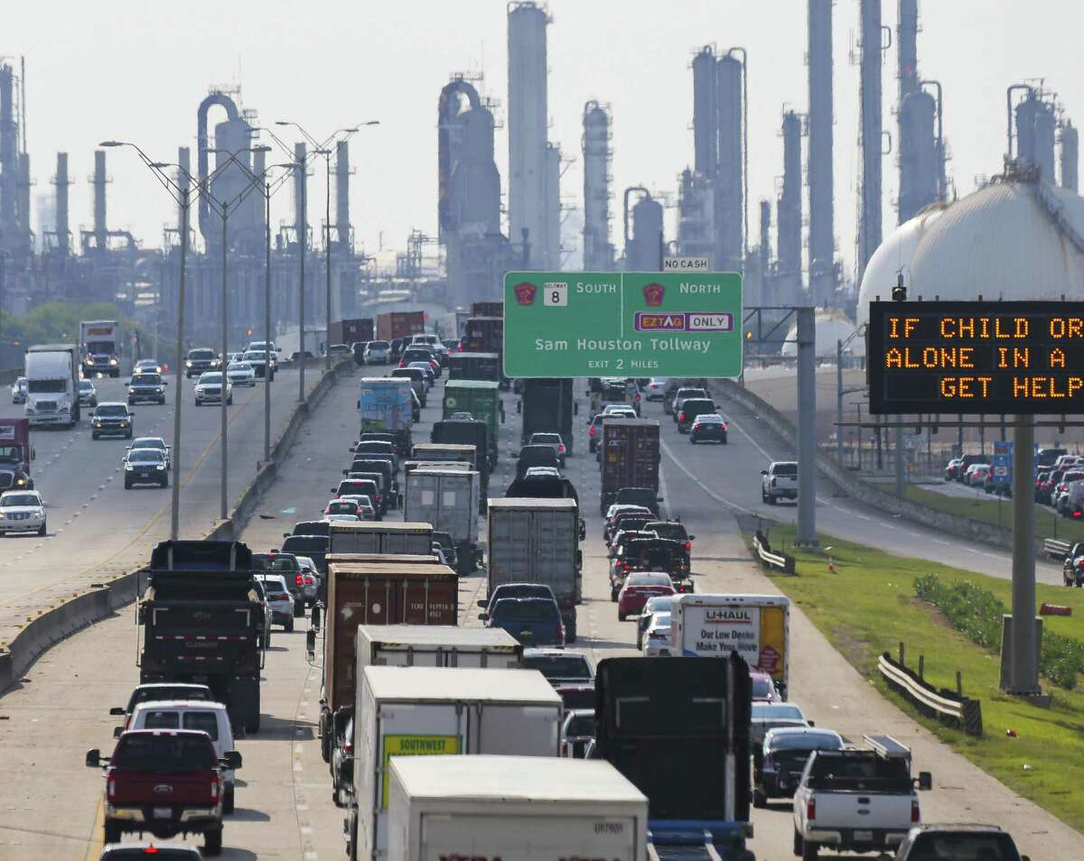 A Trump administration proposal to weaken Obama-era car exhaust standards would make pollution worse along Highway 225, where refineries and metro-chemical facilities line the ship channel in Deer Park.
