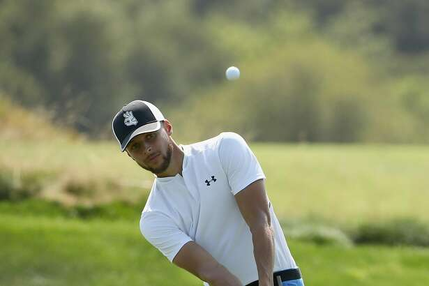 HAYWARD, CA - AUGUST 10: NBA player Stephen Curry of the Golden State Warriors chips on to the green on the sixth hole during Round Two of the Ellie Mae Classic at TBC Stonebrae on August 10, 2018 in Hayward, California. (Photo by Ezra Shaw/Getty Images)