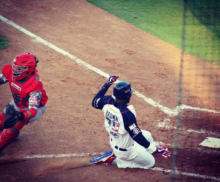 The Tecolotes Dos Laredos won 8-2 in their series finale at Generales de Durango on Sunday night after an early rain delay. Domonic Brown was one of three players with a home run, finishing 2-for-4 with two runs, two RBIs and a double. Photo: Courtesy Of The Tecolotes Dos Laredos, File