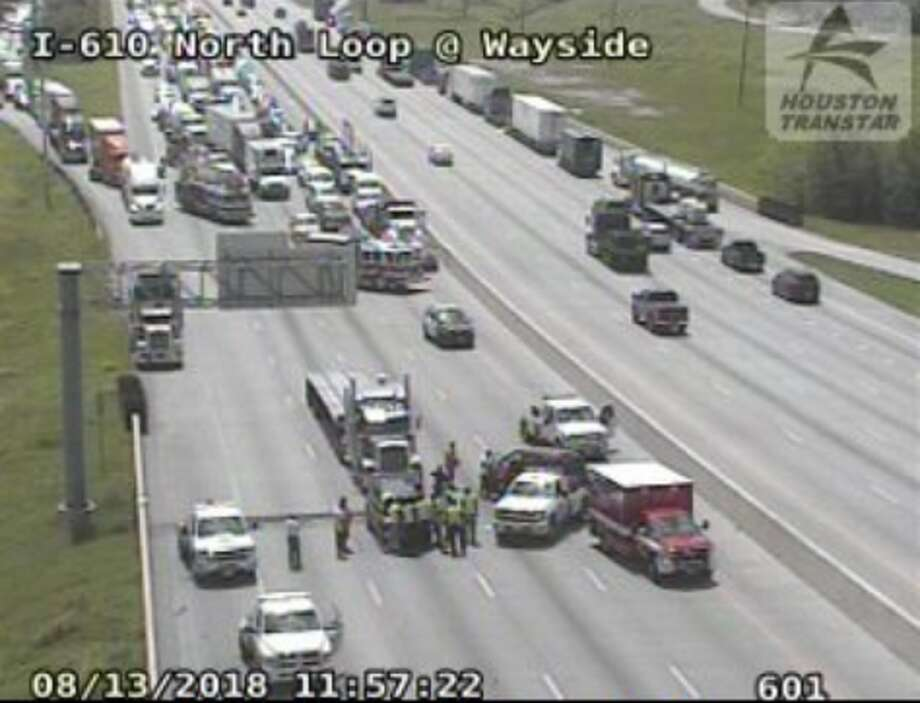 4-vehicle wreck closes North Loop at Wayside - Houston Chronicle