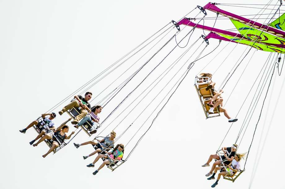 Crowds enjoy rides and games at the midway at the Midland County Fair on Monday, Aug. 13, 2018. (Katy Kildee/kkildee@mdn.net) Photo: (Katy Kildee/kkildee@mdn.net)