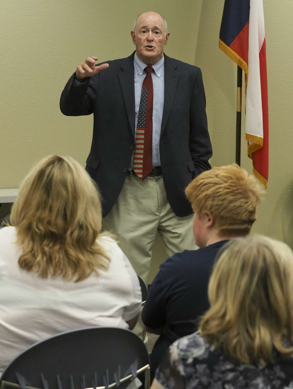 Senator Kel Seliger talks 08/13/18 with area residents during a town hall meeting at the Midland County Public Library Centennial Branch. Tim Fischer/Reporter-Telegram