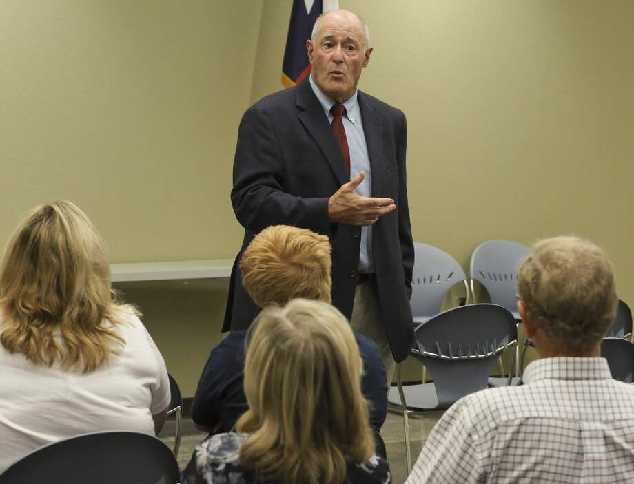 Senator Kel Seliger talks 08/13/18 with area residents during a town hall meeting at the Midland County Public Library Centennial Branch. Tim Fischer/Reporter-Telegram Photo: Tim Fischer/Midland Reporter-Telegram