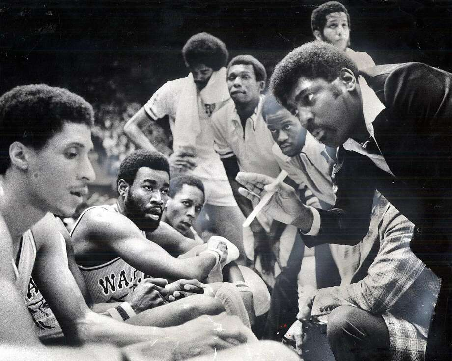 WARRIORS-ATTLES2-C-18APR00-SP-FILE--Warriors coach A.C. Attles confers with the team during time out in 1976. CHRONICLE FILE PHOTO STEPHANIE MAZE/1976 Photo: SFC