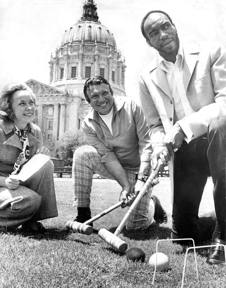 Nate Thurmond (right) plays croquet with Warriors owner Franklin Mieuli at a celebrity event near City Hall on June 2, 1970. Photo: Joe Rosenthal / The Chronicle