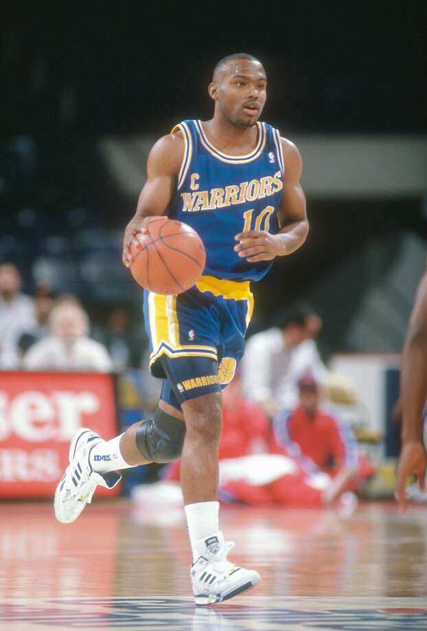 LANDOVER, MD - CIRCA 1992:  Tim Hardaway #10 of the Golden State Warriors dribbles the ball up court against the Washington Bullets during an NBA basketball game circa 1992 at the Capital Centre in Landover, Maryland. Hardaway played for the Warriors from 1989-96. (Photo by Focus on Sport/Getty Images) Photo: Focus On Sport, Getty Images