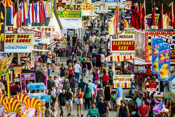 Crowds wander through the midway on Tuesday, Aug. 14, 2018 at the Midland County Fairgrounds. (Katy Kildee/kkildee@mdn.net)