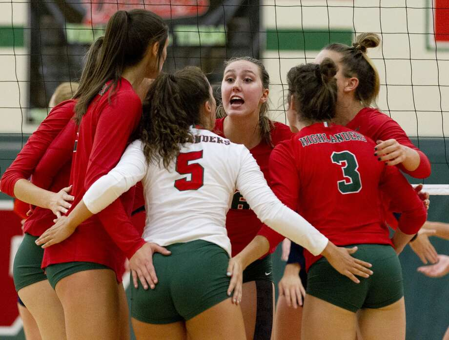 The Woodlands' Courtney Heiser (6) talks to the team between serves during the first set of a non-district match at The Woodlands High School on Tuesday, Aug. 14, 2018, in The Woodlands. Photo: Jason Fochtman/Houston Chronicle