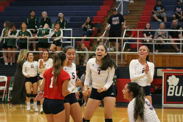 The Plainview Lady Bulldogs volleyball team beat the Pampa Harvesters, 25-17, 22-25, 25-20, 25-15 during non-district play on Tuesday in Plainview.