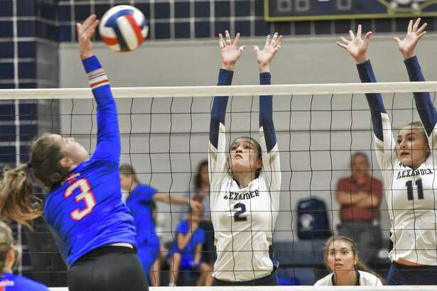 Anali Santos (2), Kayra Guajardo (11) and the Alexander volleyball team fell 3-1 on Tuesday afternoon to Mission Veterans. Santos had nine kills on the day for the Lady Bulldogs, which fell to 4-6 in 2018.