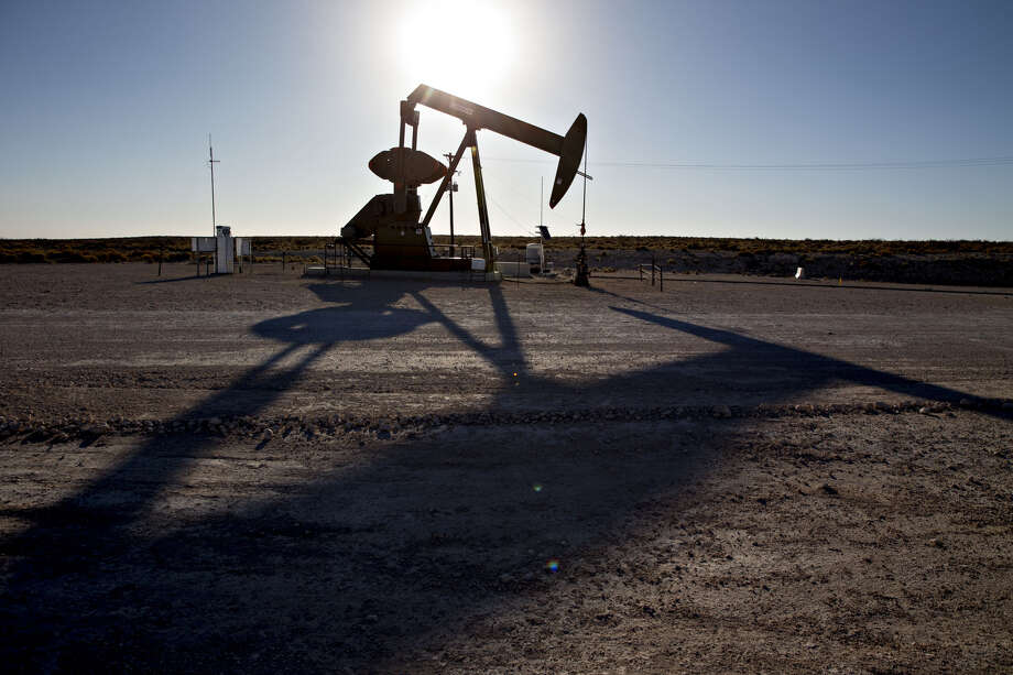 A pumpjack operates on an oil well in the Permian Basin near Orla, Texas, on March 2, 2018. Photo: Bloomberg Photo By Daniel Acker. / © 2018 Bloomberg Finance LP