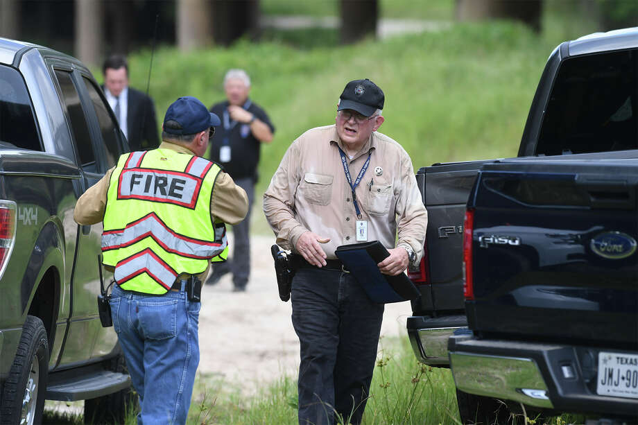 Hardin County officials investigate the discovery of a woman's body under the Highway 327 bridge at Village Creek Wednesday morning. The body was found around 8:45 and officials said she had been camping with her family when she went missing.     Photo taken Wednesday, 8/15/18 Photo: Guiseppe Barranco/The Enterprise / Guiseppe Barranco ?