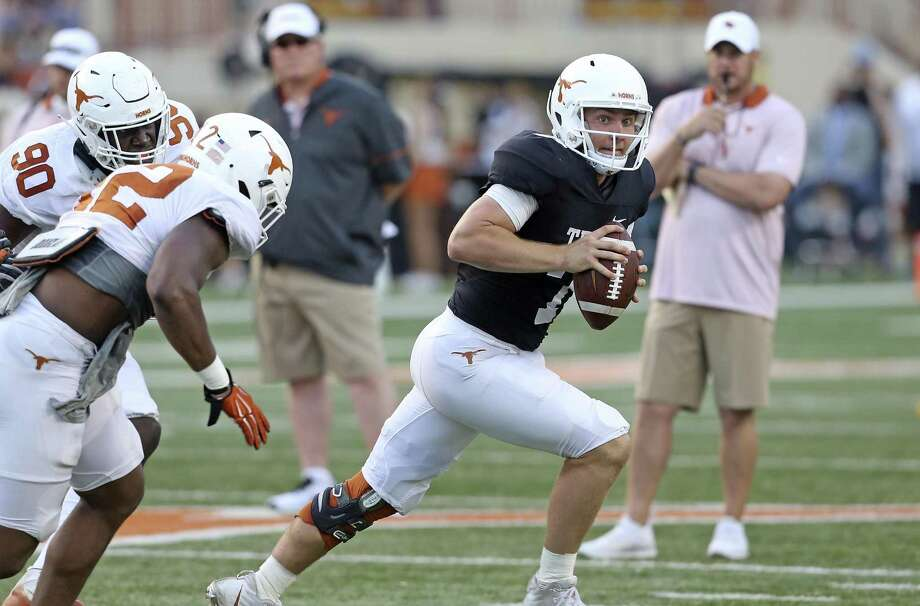 Shane Buechele rolls out at the UT Orange-White Spring Game at DKR Stadium on April 21, 2018. Photo: Tom Reel, Staff / San Antonio Express-News / 2017 SAN ANTONIO EXPRESS-NEWS